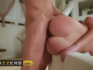 Brazzers – Dirty cheerleader Gia Derza gets fucked behind her dads back