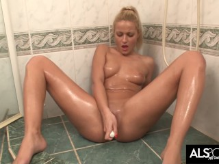 Cherry Kiss Showers Before Multiple Squirting Orgasms