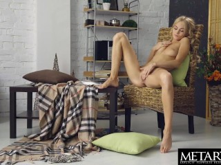 Sexy blonde getting off as she watches her own masturbation movie