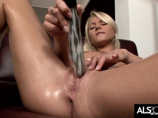 Shaved Babe Gets Bored and Masturbates with Fave Toy