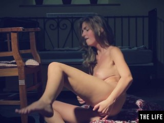Horny girl's big tits jiggle as she fingers both holes at once