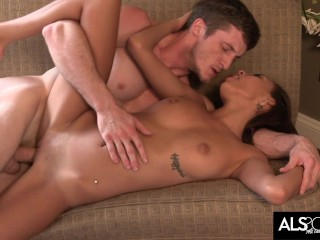 18 Year Old Janice Griffith Pleases a Lucky Cock